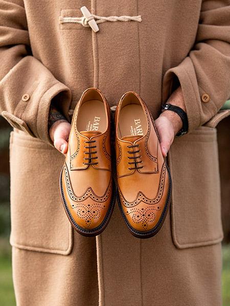 Обувь британского производства и дафлкот